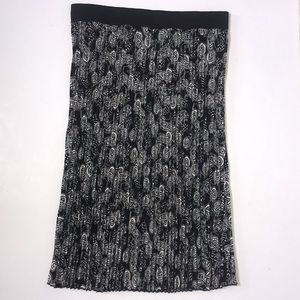 LuLaRoe Black / White Pleated Motorcycle Skirt XL